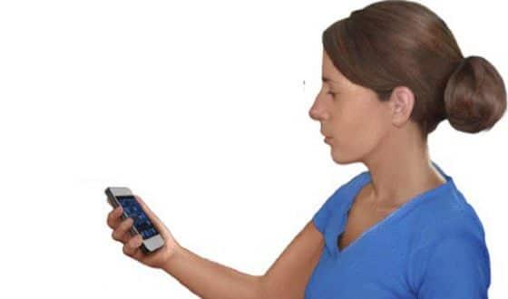 Правильное положение при работе со смартфоном