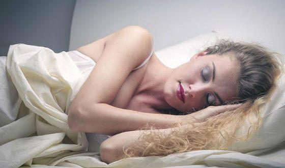 Всегда смывайте макияж перед сном