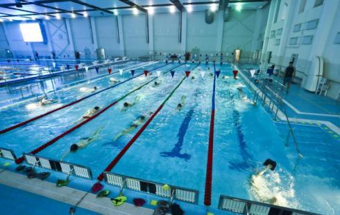 Чем полезно плавание в бассейне и как правильно посещать бассейн