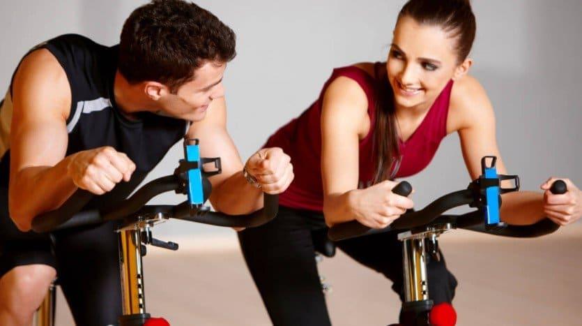 Тренировка на велотренажере: преимущества и техника выполнения