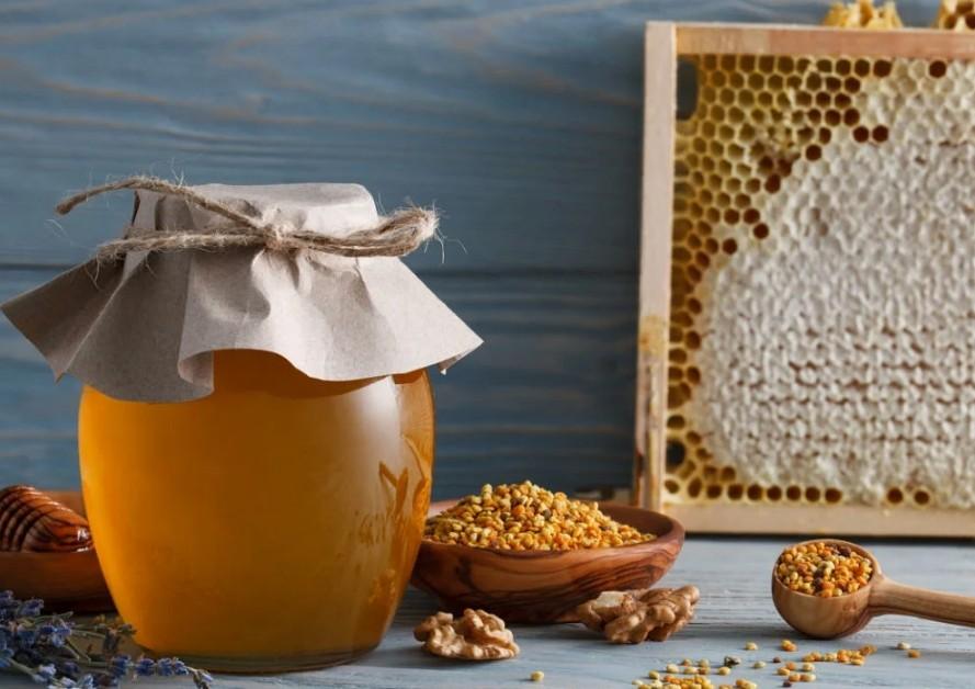 Мёд не портится и хранится столетиями