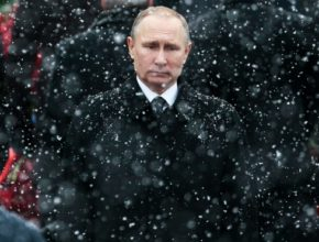 УзнавайТут Moody's посчитало санкции США «постоянной угрозой» для России