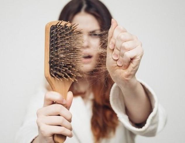 Названы болезни, от которых могут выпадать волосы
