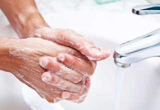 Мыть руки нужно тщательно